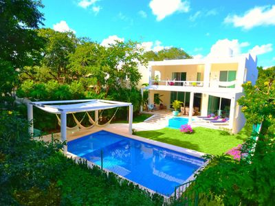 Photo for Beautiful 6 Bedroom Villa with Pool + 2 Jacuzzi, Movie Theater! Fits 20