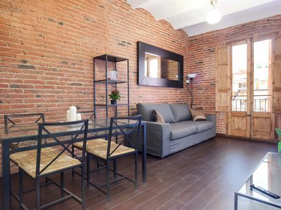 Photo for Sagrada Familia 3-1 apartment in Eixample Dreta with WiFi, balcony & lift.