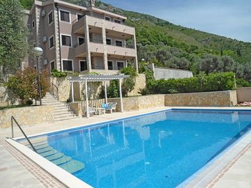Search 592 holiday rentals