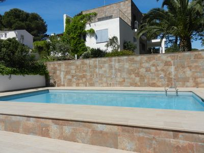 Photo for Luxury villa with large garden and private pool, walking distance to the beach