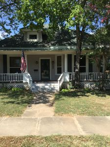 Photo for A Real Charmer 2 bed 2 bath close to the Chickasaw National Recreation Area