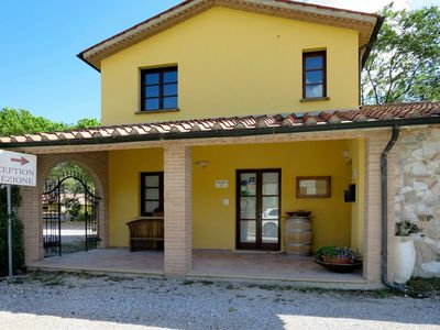 Photo for Cosy apartment for 4 guests with WIFI, pool, TV, pets allowed and parking