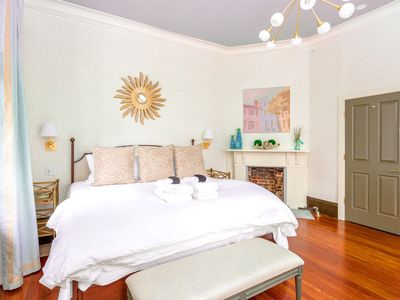 ★ The Inns at 154 Spring - Amazing 2 BR / 1 BA ★