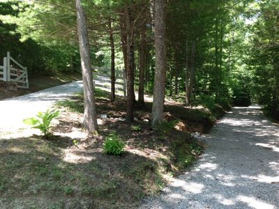 upper and lower driveway for easy trailer pull in
