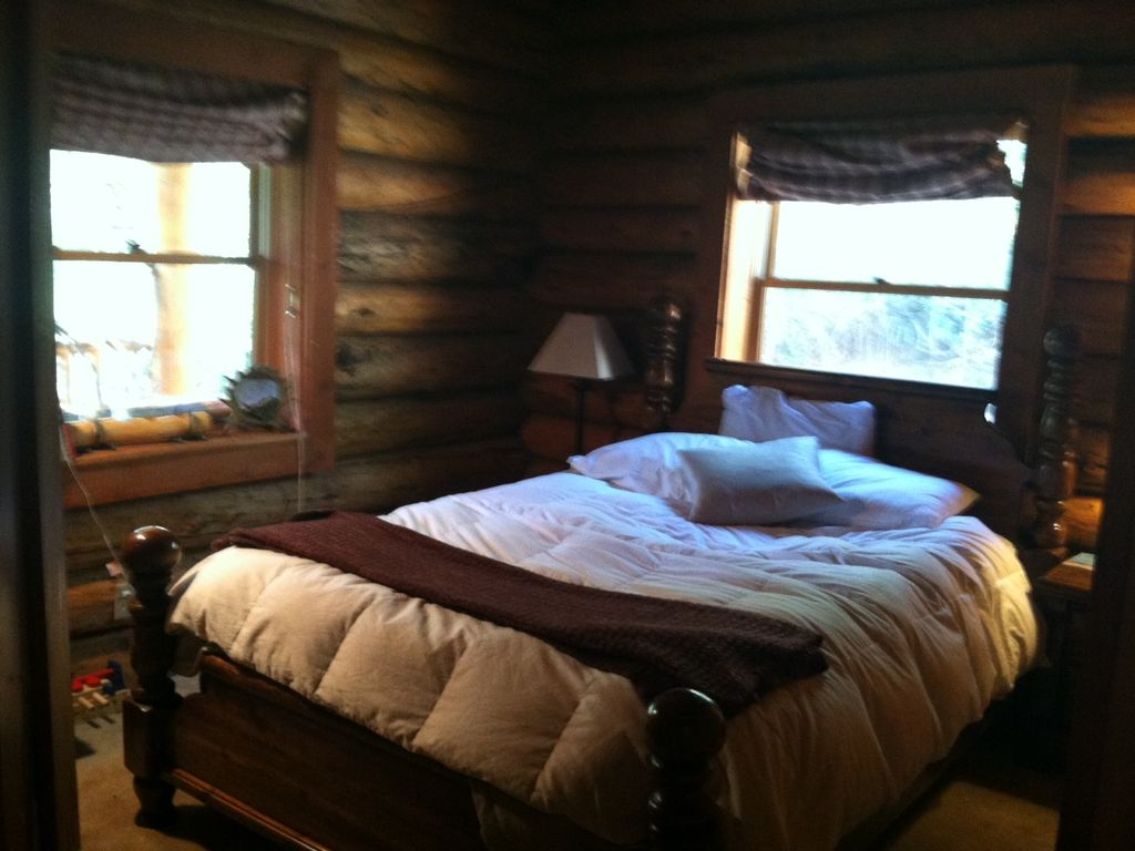 Amazing mtn log cabin hot tub secluded near for Log cabin with hot tub one night stay