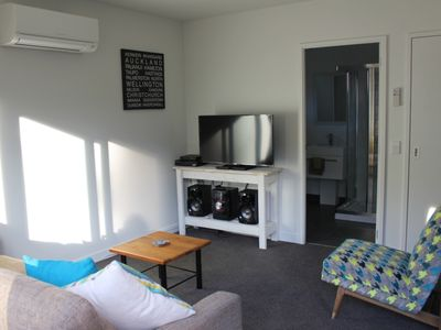 Photo for Shotover Country Escape - Cosy One Bedroom Flat