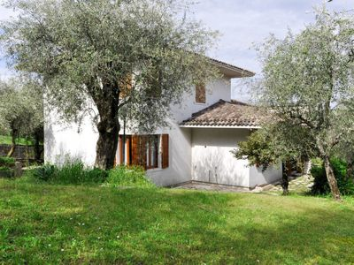 Photo for 5 bedroom Villa, sleeps 10 with FREE WiFi and Walk to Beach & Shops