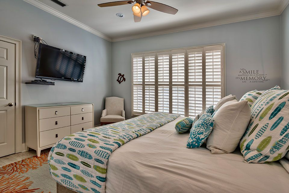 Beautiful Family Home With Spacious Rooms Private Pool Common Areas And Close To Beach