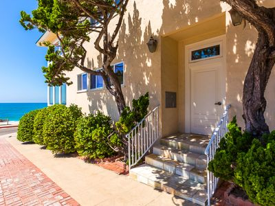 25% OFF DEC - Charming Oceanfront Home & Steps to Beach