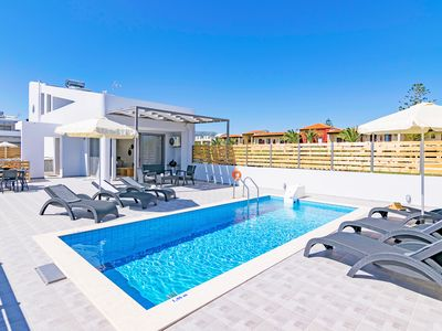 Photo for Beachfront villa with pool next to taverns and restaurants ,  Blue Oyster 4