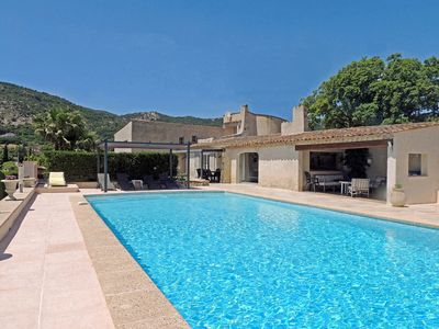 Photo for Villa with large private pool in Plan-de-la-Tour