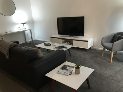 Photo for Smart modern 2 bedroom Southbank Apartment newly renovated.
