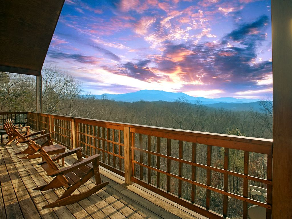 Amazing Mountain Views 3 Bedroom Cabin Pigeon Forge