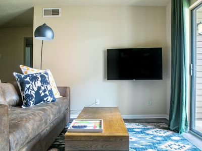 Photo for WanderJaunt | Dealey | 2BR | North Austin