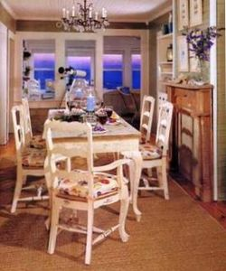 Large dining area that seats 6 with ocean views!