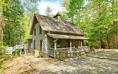 Photo for Ellijay River! Hot tub, pet friendly-fenced yard, 3 king beds, adult only