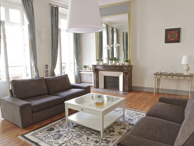 Photo for Superb 3 bedroom apartment, beautiful living room, in the center with Parking