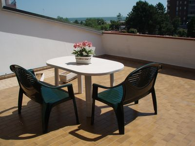 Photo for the top floor apartment with a large terrace overlooking the sea 100 meters. d / beach