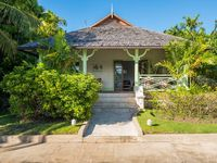 Lovely appointed customer home in quiet gated area with a short walk to the beach and restaurants