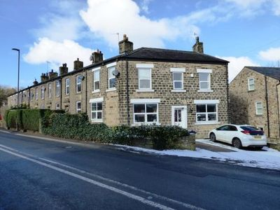 Photo for Well-equipped, 4-bedroom house just 4 miles from Kinder Scout