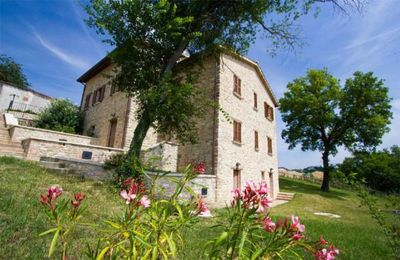Photo for Holiday apartment Belforte All'Isauro for 4 persons with 2 bedrooms - Holiday apartment