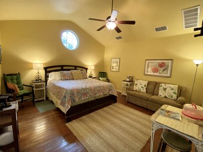 Located In The Heart Of Historic New Braunfels, Comal River & Schlitterbahn