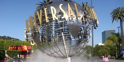 Universal Studios just 5 mins by car or 1 subway stop via the Red Metro Line