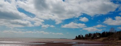 Kinlock and Teahill beaches, just minutes away.