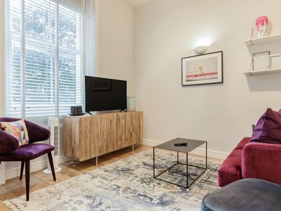 Photo for Chic 2bed apartment 2min walk to Earl's Court tube