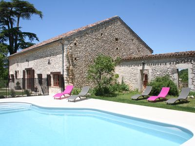 Photo for Beautiful 3 bed stone country cottage with private heated pool in Monflanquin