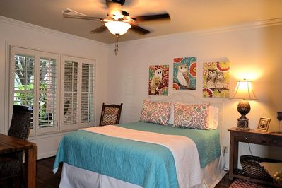 Queen suite with bright and cheery decor