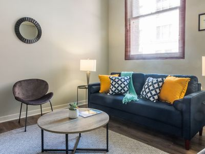 Photo for Vibrant North Shore District 2BR Apt w/ Parking