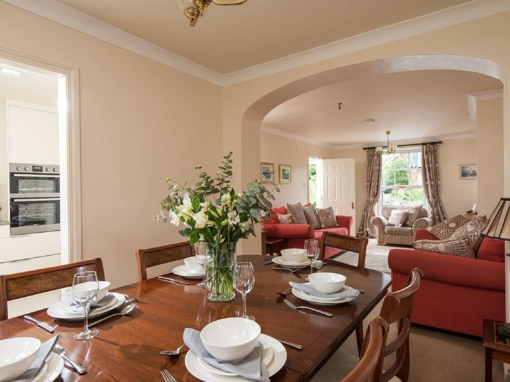 Luxurious Townhouse: Windsor Townhouse 4* Luxury Self-Catering in ...