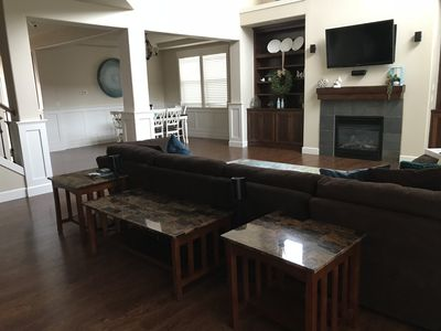 Photo for Beautiful 4 bedroom 3 bath home in Sunny Happy Valley that sleeps 8