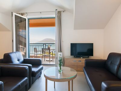 Photo for Two bedroom Apartment with Balcony & Sea View