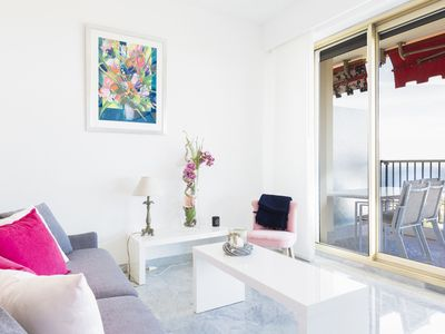 Photo for Sumptuous 2 bedroom apartment with breathtaking view over the bay of Nice