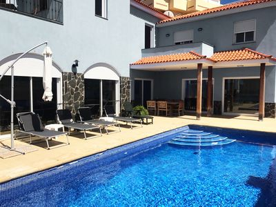 Photo for Modern villa with heated private pool, WiFi 300Mb / s, 5 bedrooms, quiet, central