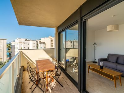 Photo for Cozy Studio with Balcony, AC and Parking by easyBNB