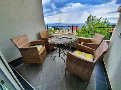 Photo for One bedroom apartment with terrace and sea view Makarska (A-18367-c)