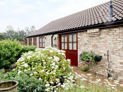 Photo for THE TACK ROOMS, pet friendly, with a garden in Beverley, Ref 961670