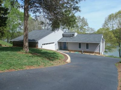 Photo for Quiet and lovely lakefront 3 bedroom 3 bath home in the Beechwoods Community