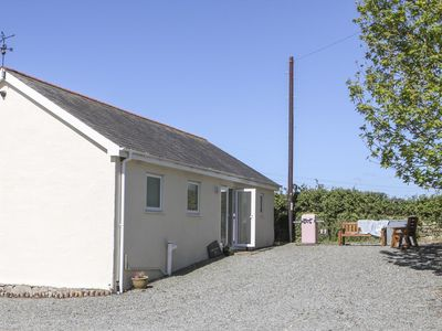 Photo for SWALLOW COTTAGE, pet friendly in Pentraeth, Ref 1009015