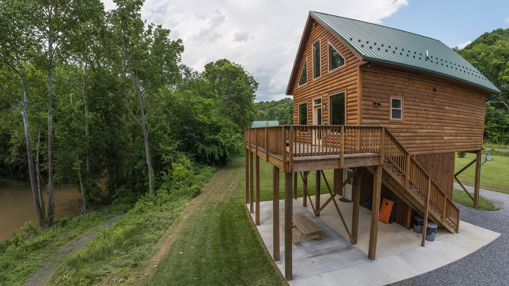 Romantic river front log cabin beautiful mountain views for Shenandoah valley romantic cabins