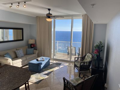 Livingroom with views of gulf. Large SmartTV, Queen sofa sleeper. Seating for 6
