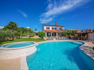 Photo for Detached house at 2 km from Porec and beach, with swimming pool and whirlpool