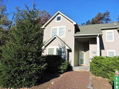 Photo for ALL THE COMFORTS OF HOME IN THIS 3 BEDRM , 3 BATH HOME & CLOSE TO THE SLOPES!
