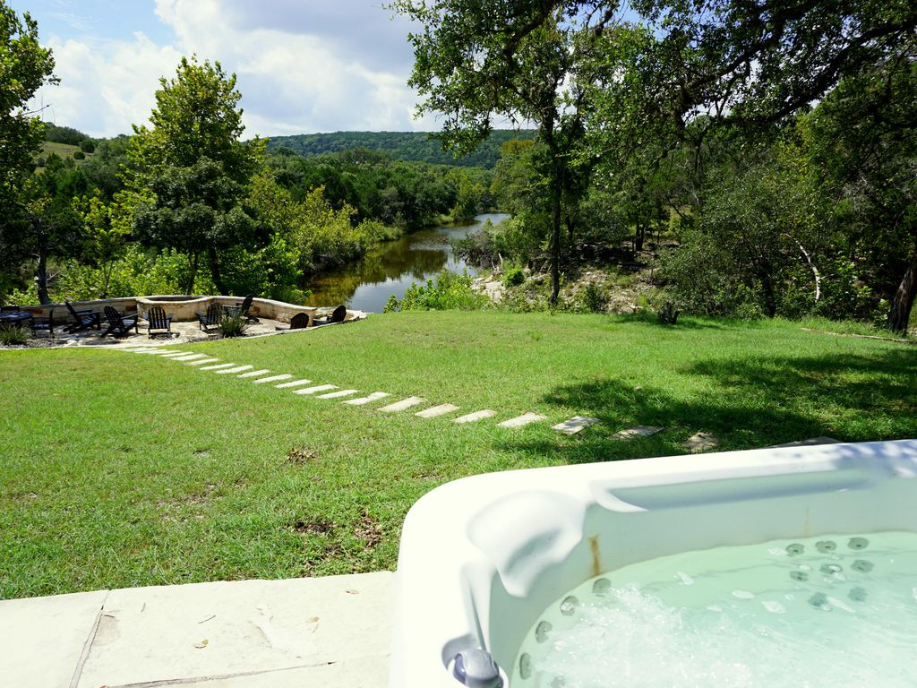 3 Bedroom/3Bath home overlooking 2 Creeks with Hot Tub!