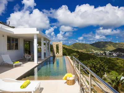 Modern villa with spectaculair view of the sunrise