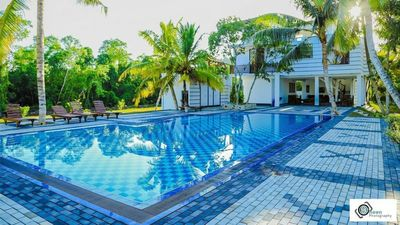 Photo for Luxury villa with an outdoor pool (18P)