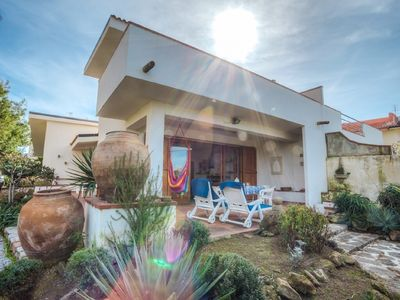 Photo for INDEPENDENT VILLA WITH DIRECT ACCESS TO THE BEACH